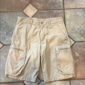 NIKE Men's Khaki cargo shorts, like new!!